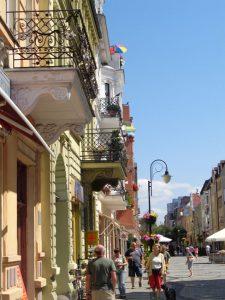 Auch die Altstadt hat sich herausgeputzt. Herrlich renovierte Häuser sowie zahlreiche Gaststätten und Cafés bieten den einen oder anderen Augen- bzw. Gaumenschmaus. - Foto: Dieter Warnick