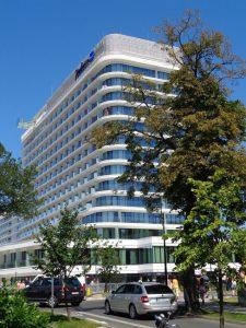 Erst von einigen Wochen hat dieses Fünf-Sterne-Nobelhotel mit 800 Betten geöffnet. Es befindet sich in unmittelbarer Nähe zum Strand. - Foto: Dieter Warnick