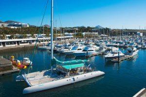 Elegant, maritim und gepflegt präsentiert sich der Yachthafen Puerto de Calero auf Lanzarote. – Foto: Turismo Lanzarote / Andreas Weibel