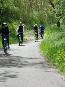 Der Radweg entlang der Tauber bis zum Main hat für jeden etwas zu bieten. Er ist vom Allgemeinen Deutschen Fahrrad-Club (ADFC) mit fünf von fünf Sternen zertifiziert. - Foto: Dieter Warnick