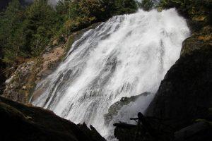 Direkter Blick auf die Chatterbox-Wasserfälle.