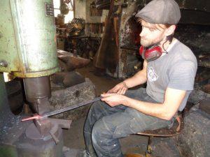Das Eisen muss geschmiedet werden, so lange es noch heiß ist. - Foto: Dieter Warnick