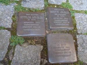 """Wertheim II: """"Stolpersteine"""" zum Gedanken an Juden sind überall dort zu finden, wo diese sich im Taubertal niedergelassen hatten. - Foto: Dieter Warnick"""