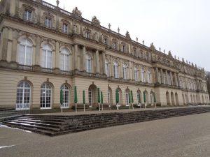 Schloss Herrenchiemsee war das letzte Bauprojekt, das Ludwig II. in Angriff nahm. Es verfügt über 70 Räume, von denen allerdings 50 nicht fertiggestellt wurden und nach wie vor im Rohbau sind. - Foto: Dieter Warnick
