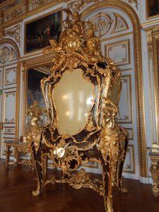 Im sogenannten ersten Vorzimmer steht dieser Schrank, den der König allerdings nie zu Gesicht bekam. Er wurde erst nach seinem Tod geliefert. - Foto: Dieter Warnick