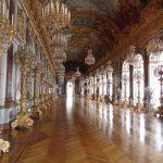 Der Spiegelsaal bildet den Höhepunkt der prachtvollen Räumlichkeiten in Schloss Herrenchiemsee. - Foto: Dieter Warnick
