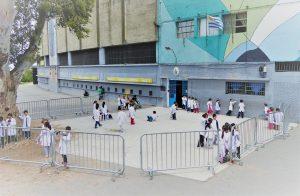 Schule im Stadion.