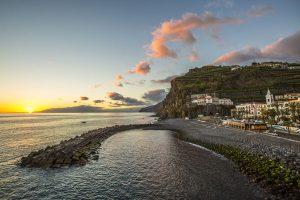 Sonnenuntergang in Ponta do Sol, der idyllischen Kleinstadt auf Madeira. – Foto: Greg Snell