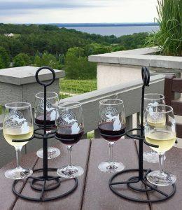 "Weinprobe auf dem Weingut ""Chateau Chantal""."