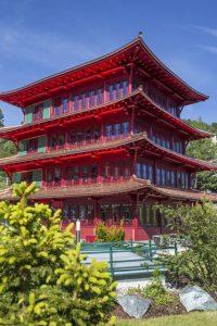 Der Chinaturm ist längst eine Art inoffizielles Wahrzeichen der Turracher Höhe geworten. Foto: Hotel Hochschober