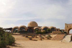 Das Tauchcamp Marsa Nakari gehört zusammen mit Marsa Shagra und Wadi Lahami zu den drei Villages der Red Sea Diving Safari. Gäste können zwischen den Camps pendeln, um Ausflüge zu anderen Tauchspots zu unternehmen.