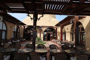 Die Terrasse des Restaurants: Hier können die Taucher nach Herzenslust fachsimpeln, sich über ihre Erlebnisse austauschen, Fotos bewundern und gemütliche Abende verleben.