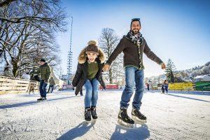 Bei der Wolfratshauser Eiszeit wird die Alte Floßlände zur Schlittschuhbahn. – Foto: Adrian Greiter