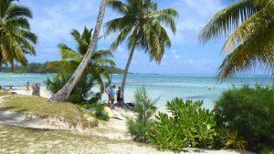 Sand-Strand auf Moorea, der kleinen Schwester von Tahiti und eine der Inseln über dem Winde.