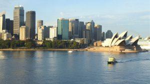 Das Opernhaus von Sydney ist eine der größten Touristenattraktionen und neben der Harbour Bridge und zusammen mit dem Uluru (Ayers Rock) das Wahrzeichen Australiens. Es ist eines der größten Kulturzentren der Welt.