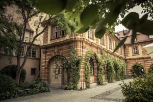Das Juliusspital in Würzburg überzeugt durch sein überaus gepflegtes Ambiente. – Foto: www.bayern.by / Bernhard Huber