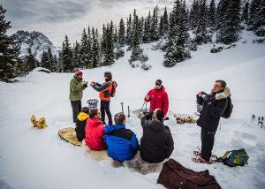 Der Iglu Bau-Workshop dauert etwa vier Stunden und startet jeden Freitag, ab einer Teilnehmerzahl von fünf Personen, um 10 Uhr. - Foto: Skischule Lermoos