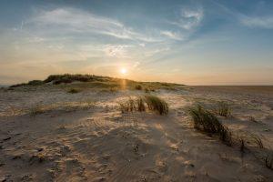 Zerklüftete Dünenlandschaften trifft man auf Wangerooge vor allem im Osten der Insel an. - Foto: Kurverwaltung Wangerooge | Kees van Surksum