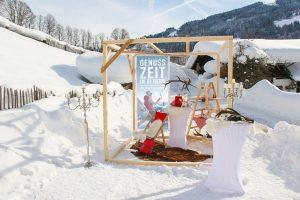 Phantasievolle Pop-Up-Stores laden auf Zauchensees Skihütten zum Shoppen ein. - Foto: Altenmarkt-Zauchensee Tourismus