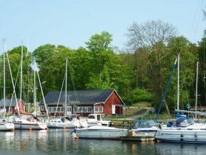 Boote im Hafen von Åhus.
