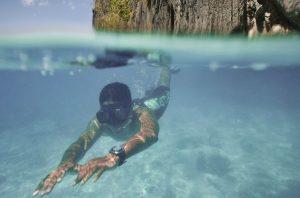 Wassertemperaturen von 25 bis 30 Grad und Sichtweiten von bis zu 50 Metern überzeugen auch die größte Landratte von einem (ersten) Tauchgang. – Foto: Philippine Department of Tourism / Francisco Guerro