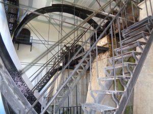 Im Brunnhaus der Alten Saline holt diese Sole-Hebeanlage aus dem Jahr 1834 Salzwasser aus 15 Metern Tiefe ans Tageslicht. Ihr Raddurchmesser beträgt 13 Meter. – Foto: Dieter Warnick