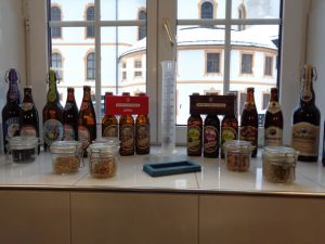 Eine Auswahl der im Kloster gebrauten Biere. Süffig ist jedes von ihnen. - Foto: Dieter Warnick