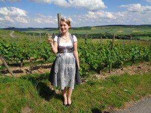 Die Külsheimer Weinkönigin Laura Behringer. – Foto: Dieter Warnick