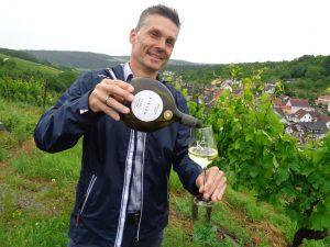 Marketingleiter Michael Spies von der Winzergenossenschaft Beckstein freut sich auf ein Gläschen Silvaner. – Foto: Dieter Warnick