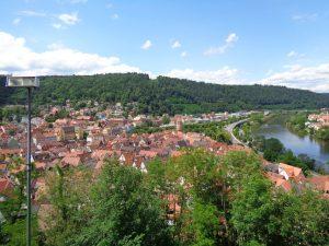 Wertheim, die nördlichste Stadt Baden-Württembergs, liegt direkt an der Grenze zu Bayern; nur der Main trennt beide Bundesländer. – Foto: Dieter Warnick