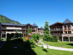 Modern im Aussehen, erbaut im traditionellen Stil: Die Wildkogel Resorts in Bramberg. – Foto: Dieter Warnick