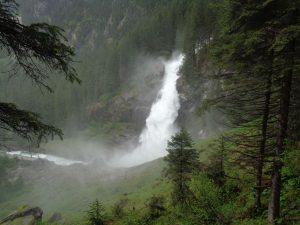 Nur 15 Kilometer von Bramberg entfernt stürzen sich die weltbekannten Krimmler Wasserfälle in die Tiefe. – Foto: Dieter Warnick