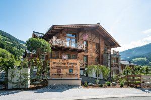 Zum Resort gehören zwei Bauernhäuser (Chalets), die jeweils bis zu 20 Gästen Platz bieten. – Foto: Wildkogel Resorts