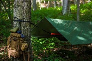 Pixabay.com / TheMetalMann / https://pixabay.com/de/photos/outdoor-hängematte-bushcraft-3681924/