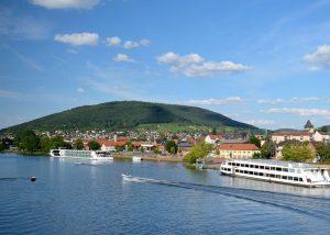Fluss-Kreuzfahrt- und Ausflugsschiffe werfen auch an der Anlaufstelle Bürgstadt Anker. – Foto: Churfranken e.V. / Mainblende