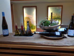 Moderne Dekorationen gehören natürlich auch zum Ambiente des Hotels. – Foto: Dieter Warnick