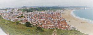 Blick auf Nazaré und den Strand vom höher gelegenen Ortsteil Sitio.