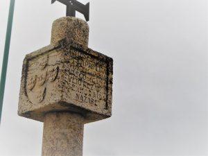 Das Kreuz wurde zur Erinnerung an den Seefahrer Vasco da Gama aufgestellt, der 1497 vor seiner Fahrt um das Kap der Guten Hoffnung nach Indien, in Nazaré Station machte.