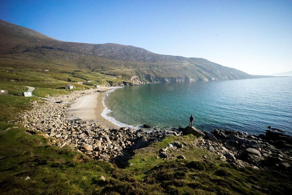 Keem Bay im Westen von Achill Island ist eine der schönsten Buchten Irlands. Foto: © Tourism Ireland