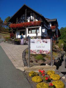 Idyllisch und abgeschieden gelegen ist das Landhaus der Familie Dollberg im gleichnamigen Liesetal. – Foto: Dieter Warnick