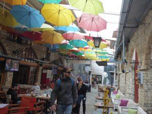 Regenfälle sind eher selten in Limassol, sodass die vielen Schirme eigentlich nicht notwendig sind.