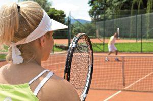 Tennisspielen im besten Tennis-Hotel Deutschlands ist das ganze Jahr über möglich. – Foto: Hotel Tannenhof
