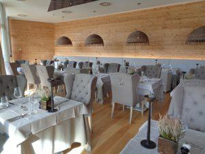 Schlicht, aber alles andere als einfach ausgestattet sind die vier Restaurants im Tannenhof. – Foto: Dieter Warnick
