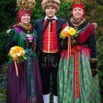 Typische Tracht, wie man sie zu festlichen Anlässen – einst und heute – in der Fränkischen Schweiz trägt. – Foto: Roland Rosenbauer