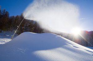 Die Schneekanonen arbeiten teilweise Tag und Nacht. - Foto: Dolomiti Superski