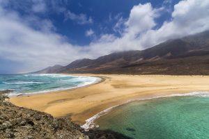 Der Strand von Cofete gilt als einer der schönsten Strände Europas. – Foto: Lex Thoonen | hallokanarischeinseln