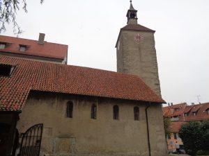 Die Peterskirche ist der älteste Sakralbau der Stadt. Die im Kern romanische Kirche geht auf das 11. Jahrhundert zurück und ist aufgrund von spätgotischen Wandmalereien von überregionaler Bedeutung. – Foto: Dieter Warnick