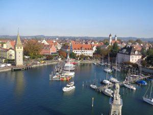 Still ruht der Hafen von Lindau. – Foto: Dieter Warnick