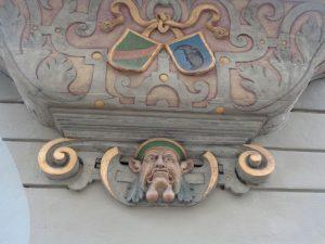 """""""Gaffköpfe"""" wie dieser zieren einige der schmucken Lindauer Innenstadthäuser. Besonders populär war die Verwendung dieses besonderen Hausschmuckes in der Fassadengestaltung der Renaissance. – Foto: Dieter Warnick"""