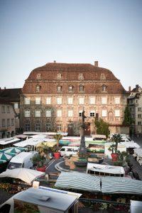 """Das wohl prächtigste Haus am Bodensee, das """"Haus zum Cavazzen"""", steht am Marktplatz. – Foto: Hari Pulko / Lindau-Tourismus"""